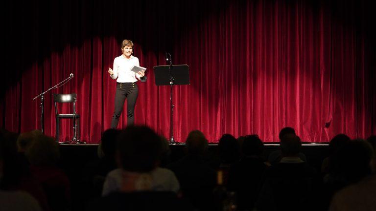 Madeleine Hofmann bei ihrer Rede zur Lage der Generationen in Bern